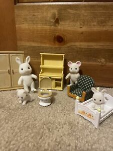 Calico Critters Epoch Misc Dollhouse Furniture LOT 9 Mouse Rabbit Babies Bed