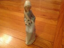Lladro 4972 sitting girl with lily -mint condition