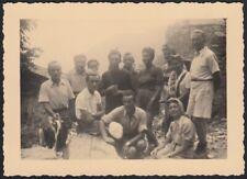 YZ7369 Giaglione (TO) 1945 - Grange del Tiraculo - Escursionisti in posa - Foto