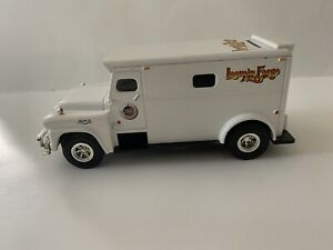 Preowned LOOMIS FARGO ARMORED TRUCK BANK 1995 ERTL COLLECTIBLES 1/32 SCALE