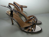 Neue Buffalo 312703 Metallic PU Damen Ankle Strap High Heels Gr 41 Silber