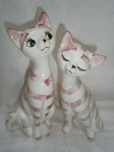 2 COLLECTABLE RETRO KITCH PORCELAIN / CERAMIC CAT FIGURINES / SALT & PEPPERS
