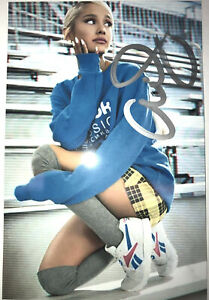 ARIANA GRANDE Authentic Hand Signed Autograph 4x6 Photo With COA