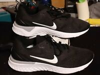 Nike Odyssey React black white women's running shoes size 9 A09820-001
