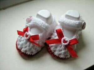 PAIR HAND KNITTED BABY SHOES in RED/WHITE WITH  RED BOW size NEW BORN (4)
