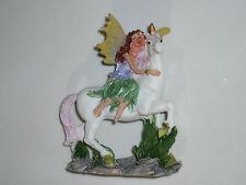 1 figurine monde des fées et licornes en résine.