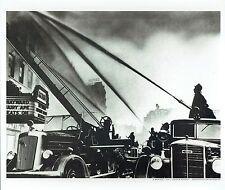 Weegee - Pompiers - Camions  Automobile - Photo  format : 35 cm x 29.5 cm