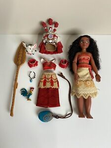 Disney Store Singing Moana 11in. Feature Doll Set