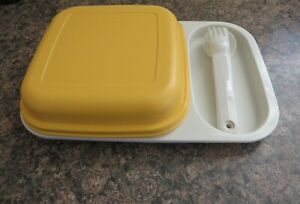 TUPPERWARE VINTAGE LUNCH MATE PICNIC TRAY AND CUTLERY SET