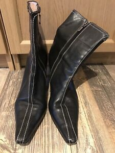 STUNNING AND GENUINE LADIES TED BAKER HEELED BLACK BOOTS IN SIZE 8