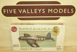 110821/15 Airfix 02090 WWII Aircraft of Aces Vought F4U Corsair 1:72 Scale