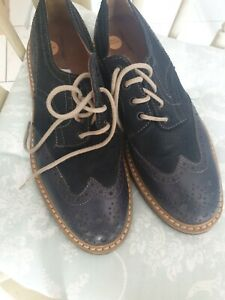 Common People Leather Brogue Shoes In Navy with Contrast Sole . Size 8 VGC