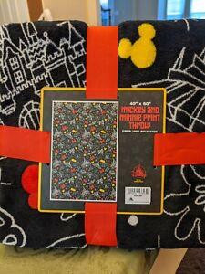 Disney Parks Mickey and Minnie Print Throw Blanket Black New
