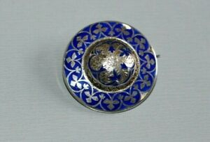 VINTAGE / ANTIQUE STERLING SILVER AND DETAILED BLUE ENAMEL BROOCH / PIN.