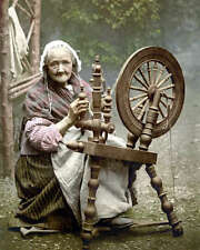 ELDERLY IRISH WOMAN AT SPINNING WHEEL 8X10 PHOTO 1900
