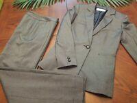 Tahari Arthur Levine Gray Black Pant Suit Women's Size 4 Work Career Button Cuff