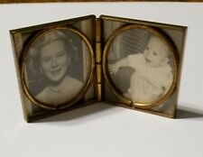 Vintage Gold Tone Photo Display Compact Pillbox Estate Find