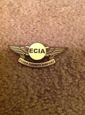 VINTAGE ESSEX COUNTY AIRPORT ECIA AIRLINES PILOT WINGS PIN PINBACK PLASTIC