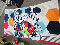 "Disney Store Summer Fun Mickey & Minnie Beach Towel 40"" x 70"" (NEW W/DEFECTS)"