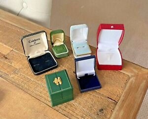 JOB LOT OF VINTAGE JEWELLERY BOXES. RETRO JEWELLERS SHOP DISPLAY BOXES
