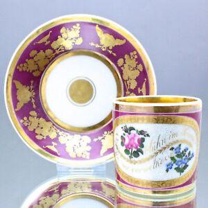 Böhmen um 1830: Tasse mit Rosen und Vergissmeinnicht, Dediktionstasse, Gold, Rot