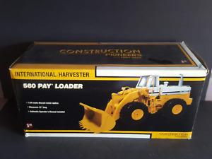 First Gear International Harvester 560 Pay Loader, 1/25