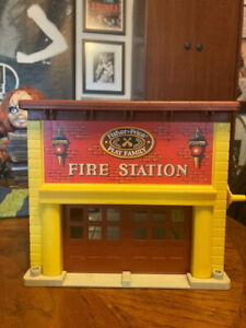 Vintage 1979 Fisher Price Play Family Fire Station #928 Little People Bell Works