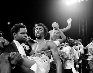 MARVELOUS MARVIN HAGLER vs TOMMY HEARNS 8X10 PHOTO BOXING PICTURE THOMAS