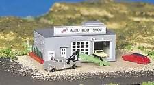 BACHMANN AUTO BODY SHOP BUILT-UP BUILDING  N SCALE