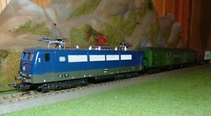 Locomotive E 410 de la DB avec 2 wagons marchandises en HO de LIMA