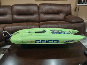 """Miss Geico 29"""" RC Pro boat from Horizon Hobby"""