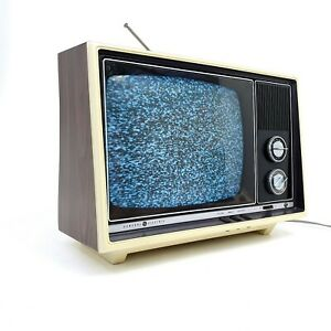 Vintage General Electric GE Retro Gaming TV Portable Television CRT SF2310 1970s