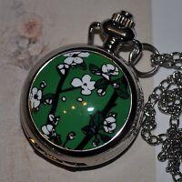verts montre avec blanc pétales De Poche Chaîne Vintage à gousset Cerise Sakura