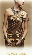 PUBLICITE ADVERTISING  2011   CHANEL  haute couture  robe or & bijoux anciens