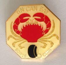 Tin Can Bay Bowling Club Badge Pin Red Crab Design Vintage (L21)