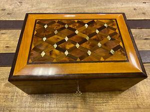 Zauberhaft Thuja Holz Schatulle mit Perlmutt Verzierung aus Marokko 26cm