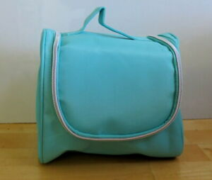 Pretty Natio Wash bag open wide in Mint and Coral