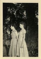 PHOTO ANCIENNE - VINTAGE SNAPSHOT - FEMME JUMELLES PROFIL MODE COIFFURE - TWINS