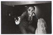 Photo Le Juge Fayard dit « le Shériff » Yves Boisset Masque à gaz Pistolet Film