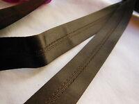 ancien ruban bretelle plutôt raide satiné marron  vintage 2 métres 20    C1