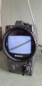 """Vintage Sony Portable Rotating Screen 5.5"""" Black and White Television TV-511UK"""