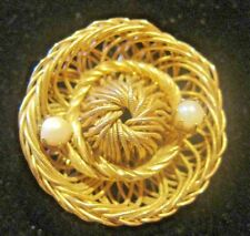 Gold Tone Brooch Pin Delicate Wire Hat Sombrero Pearls like Weiss Design Vintage