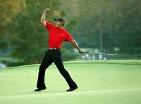 Tiger Woods UNSIGNED 8X10 photo B