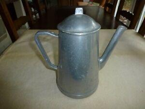 ANCIENNE GRANDE CAFETIERE MODELE DEPOSE EN ALU