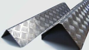 Profilo barra angolare paraspigoli in alluminio mandorlato.
