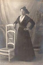 BD1000 Carte Photo vintage card RPPC Femme woman fashion mode robe noire chaise