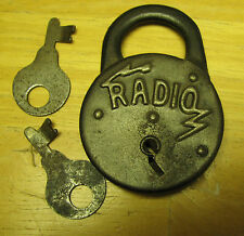 Vintage Radio PADLOCK LOCK with Key but do not work