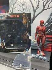 """6"""" Medicom Mafex 2015 Selina Kyle And Flash Statue Magnetic Base."""