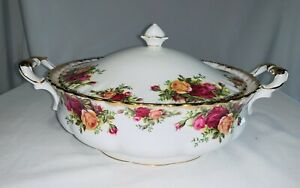 Royal Albert - Old Country Roses, lidded vegetable tureen. Made In England