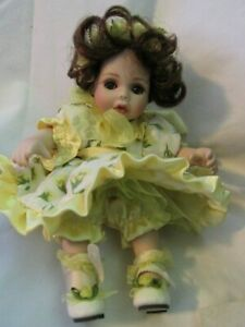 "MARIE OSMOND  ""YELLOW ROSE OF TEXAS ROSE BUD"" TINY TOT DOLL COA"